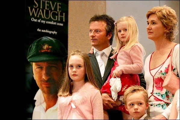 Steve waugh with his children7
